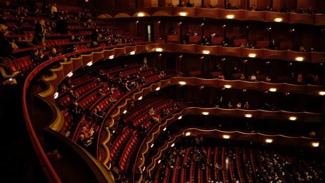 enceinte de theatre rouge
