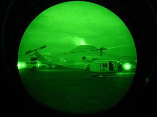 helicoptere vue par des jumelles vision nocturne