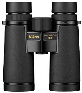Jumelles-Nikon-Monarch-HG-10x42-debout